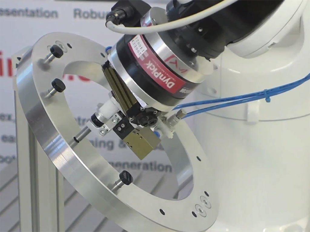 ArtiMinds Robotics – Fügen, Kunststoffclips, Stopfen, Nieten, Verschraubungen
