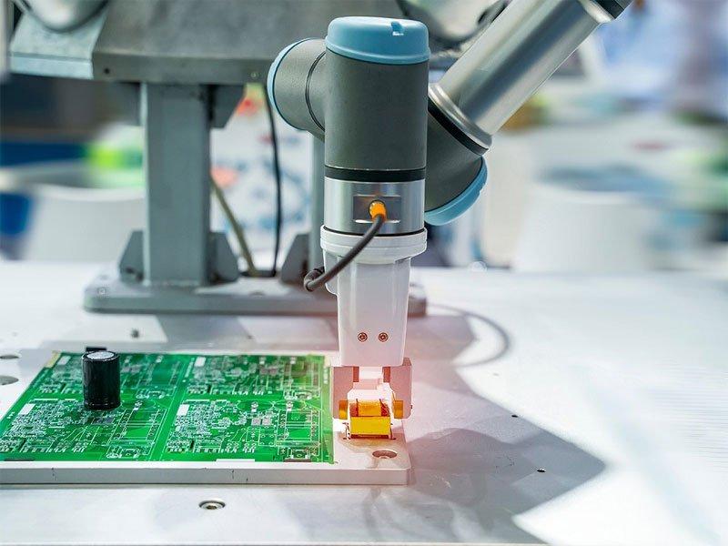 ArtiMinds Robotics - Automating Precise Handling of Sensitive Components
