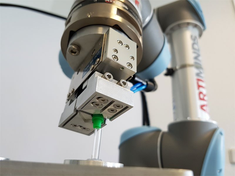 ArtiMinds Robotics - Implementation of a prototype for your flexible automation solution