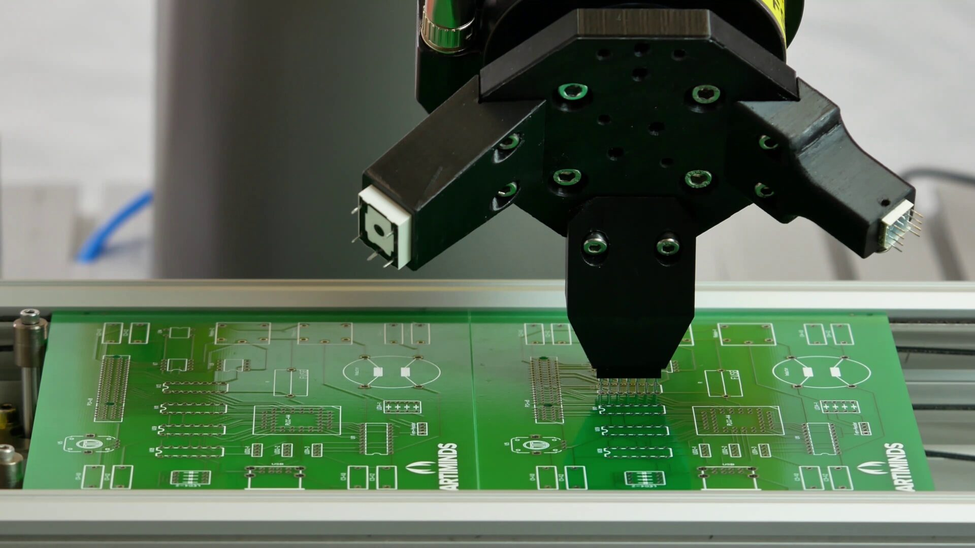 ArtiMinds Robotics – Sensorbasierte Roboterprogramme mit Bilderverarbeitung oder Kraftsensoren
