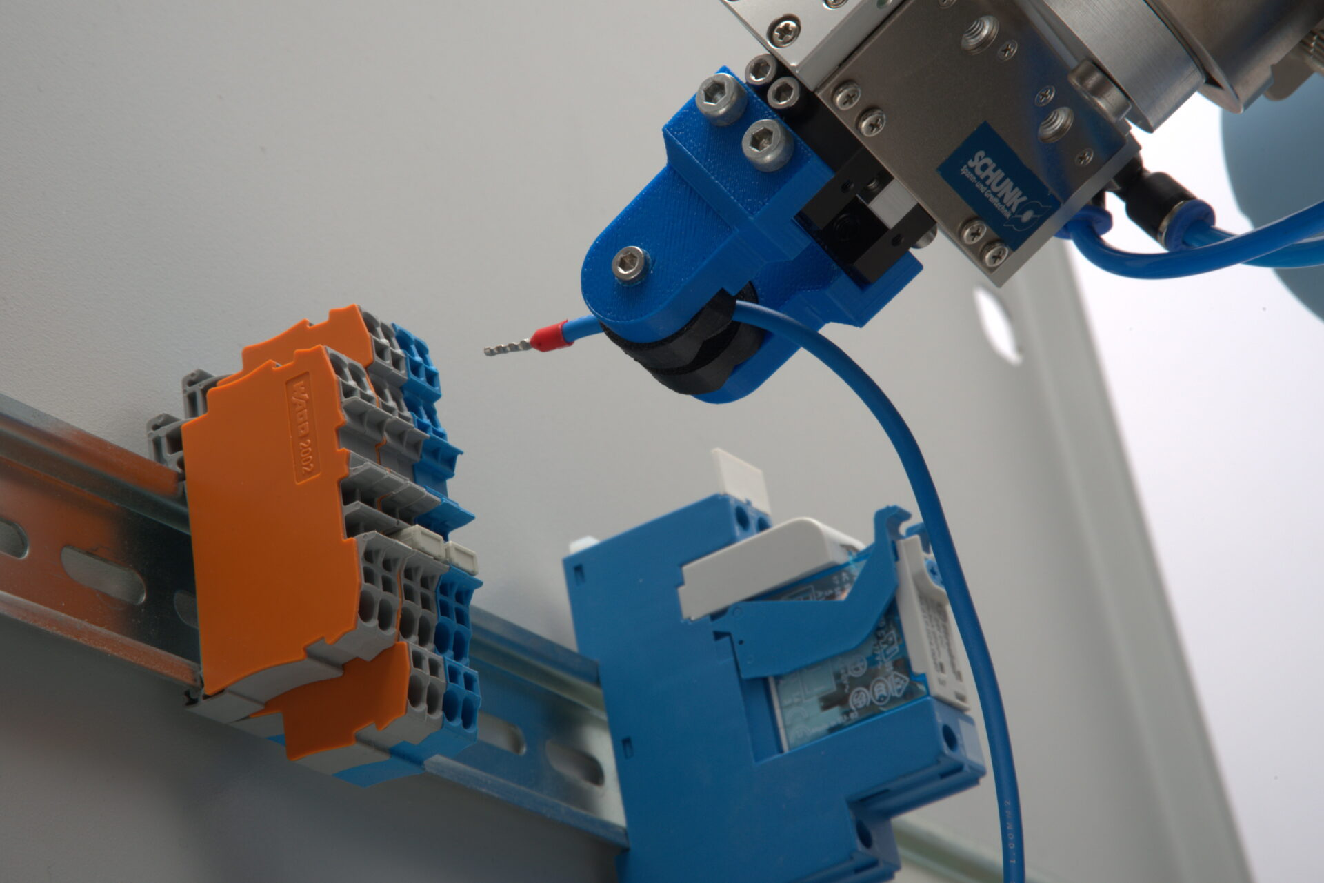 Plugging in flexible cables - robot-based force-controlled cable insertion